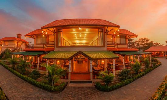 निकुञ्जको जागिरले बनायो पर्यटकीय होटलको मालिक